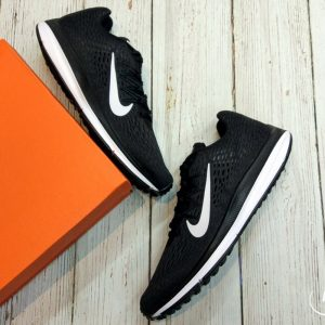 Nike Winflo 5 Air Zoom- Black/ White AA7406-001