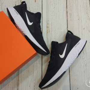 Nike Legend React - Black/White - AA1625-001